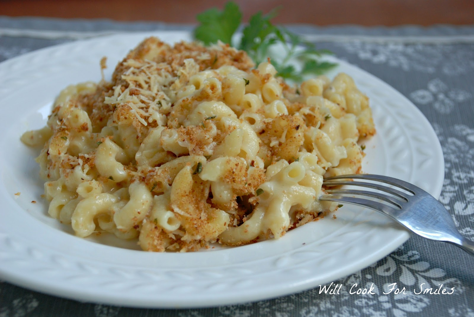 Light White Baked Mac-n-Cheese - Inspired by Familia