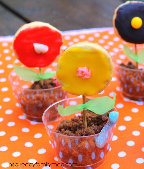 worm and dirt flower pot dessert