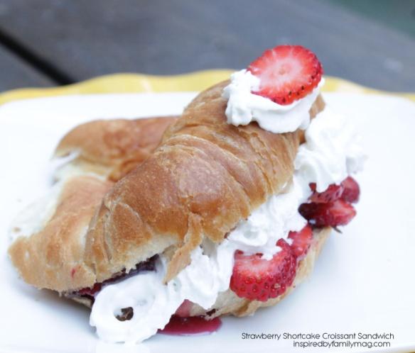 easy strawberry shortcake croissant